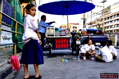 Girl looking on to play | Chiang Mai, Thailand (Shot on Nikon D3100)