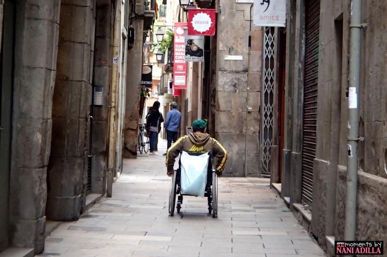 Man wheeling through the alleys